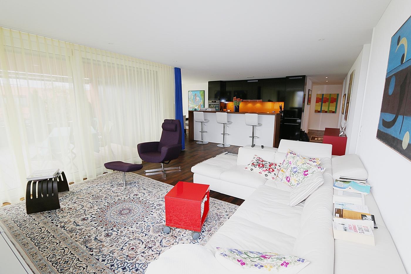 Neuwertige moderne 4.5-Zimmer Etagenwohnung